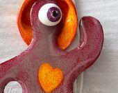 """Pendentif   """"Cyclope""""  rose amoureux avec un cœur orange"""