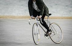 Monsieur Vélo style - Photo  by  @alejoachaval  .  #monsieurvelo #lifestyle #bikeshop #barcelona #commuter #commuterstyle #vintage #vintagebike #vintagestyle #menstyle #bike #velo #bicycle #fixie #fixedgear #fixieporn #chrome #trackbike #pista #keirin #skid #drmartens #cycling #bikeporn #campagnolo #cinelli #bikelife #bikelove #steelisreal