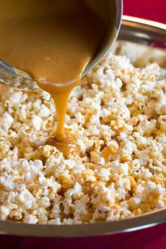 Salted Caramel Popcorn {Chewy} - Cooking Classy Salted Caramel Popcorn (the chewy kind) - this is highly addictive! Perfect for gifts and holiday parties! Popcorn Recipes, Snack Recipes, Dessert Recipes, Cooking Recipes, Popcorn Snacks, Popcorn Toppings, Popcorn Bar, Yummy Snacks, Delicious Desserts