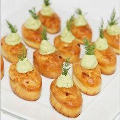 Mini cakes au saumon fumé et crème d'avocat : 80 recettes de bouchées chic - Journal des Femmes