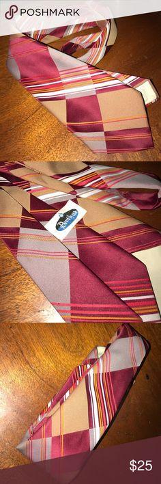 Men's Vintage Line Tie Men's Vintage tie in excellent condition! Accessories Ties