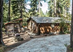 Book your perfect Leavenworth vacation rental with Owner Direct Vacation Rentals - privately owned homes and condo accommodations for rent. North Cascades, How To Get Warm, Cabins In The Woods, Spring Time, Skiing, Condo, Villa, Vacation Rentals, House Styles