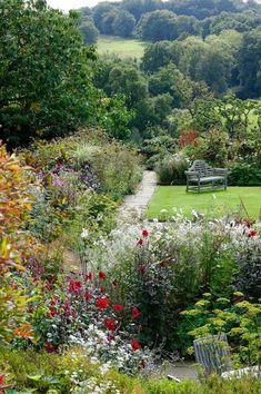 Le jardin anglais d'un manoir du Sussex, histoire, fleurs et potager - CôtéMaison.fr