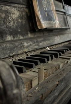 Abandoned and forgotten - Piano