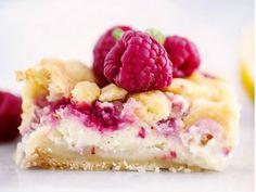 Syrliga vaniljrutor med hallon | Recept från Köket.se Kitchen Stories, Fika, Food Cakes, Food Inspiration, Cake Recipes, Raspberry, Food Porn, Food And Drink, Tasty