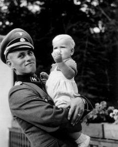 SS-Obersturmführer Hans-Jörg Hartmann with his daughter, 1941.