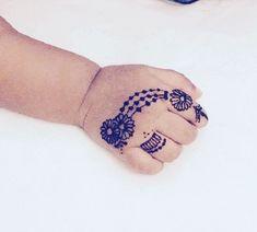 Top Cartoon & Simple Mehndi Designs For Kids: They Just Love Them! Mehandi Designs For Kids, Simple Mehndi Designs Fingers, Khafif Mehndi Design, Mehndi Designs For Beginners, Mehndi Designs For Hands, Henna Tattoo Designs Simple, Unique Mehndi Designs, Henna Designs Easy, Latest Mehndi Designs
