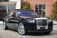 Searching for a new Rolls-Royce Phantom in Beverly Hills California? O'Gara Coach can help you find the perfect Rolls-Royce Phantom today! Vintage Rolls Royce, Rolls Royce Wraith, Cadillac Cts V, Classic Cars British, Old Classic Cars, New Rolls Royce Phantom, Rolls Royce Logo, Kylie Jenner, Phantom Car