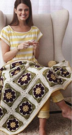Beautiful Crochet Afghan using the African flower block Site in Spanish use Google translate