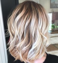 Mid-Length Wavy Haircuts For Women With Thin Hair Find a lot of Awesome Medium Haircuts at Barbarianstyle.net #beauty #midhaircut #hairstyle # haircut #mediumcut Thin Wavy Hair, Thin Hair Cuts, Haircuts For Thin Fine Hair, Haircuts For Fine Hair, Medium Hair Cuts, Cool Haircuts, Medium Hair Styles, Cool Hairstyles, Long Hair Styles
