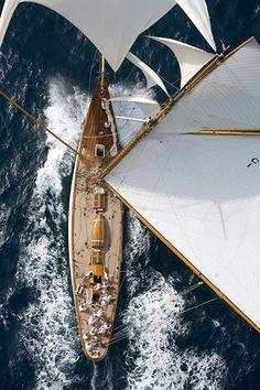 top-down perspective birds-eye view overhead view sailing sea boat; Sailing for a beginner Catamaran, Yacht Boat, Sail Away, Set Sail, Am Meer, Wooden Boats, Wooden Sailboat, Tall Ships, Birds Eye View