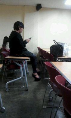 학생들의 경우 학교에서 쉬는시간이나 심심할때 거울을 보며 수시로 제품을 사용합니다.