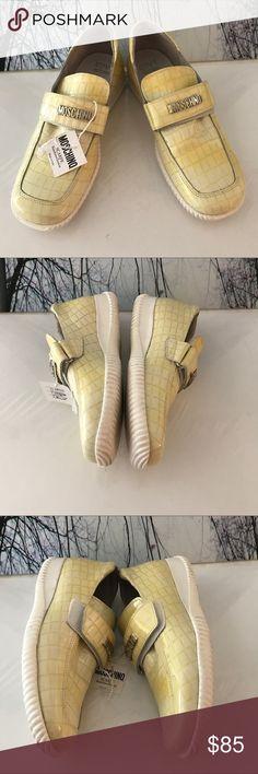 🇺🇸 Nice Slip On Shoes NWT 🇺🇸Love Moshino Scarpe Bambino/Junior NWT                                  Size: 6 US    Size:36 EU Love Moschino Shoes Flats & Loafers
