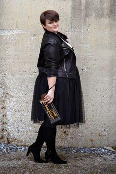 Curvy Claudia: Black Swan