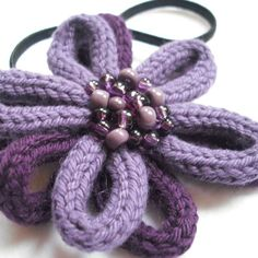 Цветок из вязаного шнура