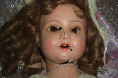 Broken Porcelain Doll Head Dolls and music boxes. Porcelain Doll Makeup, Porcelain Dolls For Sale, China Porcelain, Doll Head, Doll Face, Broken Doll Costume, Living Dolls, Old Dolls, Fake Eyelashes