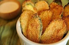Oven Fried Zucchini Crisps, sounds good and its more low cal than fried pickles. Veggie Recipes, Mexican Food Recipes, Vegetarian Recipes, Cooking Recipes, Healthy Recipes, Oven Fried Zucchini, Zucchini Crisps, Fried Zuccini, Recipe Zucchini