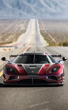 (°!°) Koenigsegg Agera RS, set a top speed record of 277mph...