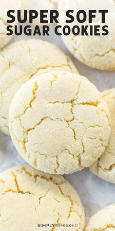 easy cookies This simple soft sugar cookies recipe is really easy and makes the BEST soft, chewy sugar cookies. No chilling required and dairy free. Amish Sugar Cookies, Chewy Sugar Cookie Recipe, Soft Sugar Cookies, Easy Cookie Recipes, Yummy Recipes, Chocolate Chip Cookies, Cream Cookies, Cake Cookies, Chocolate Chips