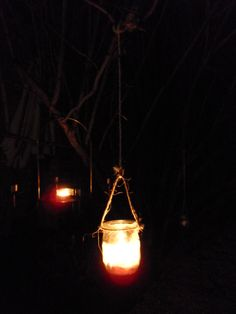 hanging lantern with mason jar (how to tie tutorial) I could definitely see this at my house for summer :) Mason Jar Lanterns, Hanging Mason Jars, Hanging Lanterns, Crazy Catch, Diy Lantern, Garden Theme, Garden Plants, Good To Know, Repurposed