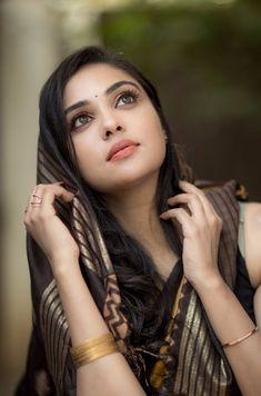 Beautiful Girl Indian, Beautiful Indian Actress, Beautiful Eyes, Beautiful Actresses, Beauty Full Girl, Cute Beauty, Beauty Women, Saree Models, Girl Photo Poses
