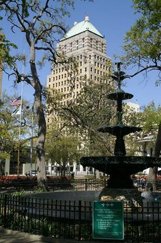 Bienville Square, downtown Mobile, Alabama, United States, 2006, photograph by Perez Del.
