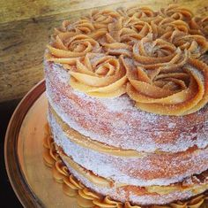 And churros cake Sweet Recipes, Cake Recipes, Dessert Recipes, Delicious Desserts, Yummy Food, Drip Cakes, Let Them Eat Cake, Yummy Cakes, Amazing Cakes