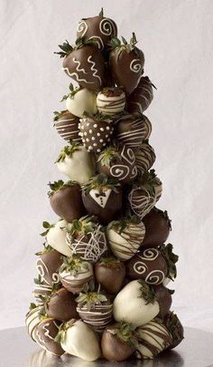 CHOCOLATE & WHITE CHOCOLATE COVERED STRAWBERRIES. I have only one thing to say: WOW! :-) Such a great idea! We make these strawberries all of the time at our stores! farrisandfosters.com