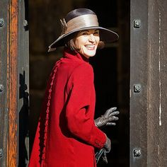 Downton Abbey costumes- Michelle Dockery filming scenes for Downton Abbey at Alnwick Castle in Northumberland, England Aug.5  via usmagazine