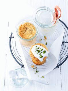 Karottenkuchen im Glas - Süße Idee fürs Osterfest oder Osternest: http://eatsmarter.de/rezepte/karotten-glaskuchen