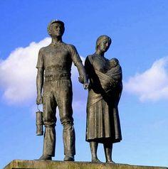babywearing mama in a statue (Rhondda) <3