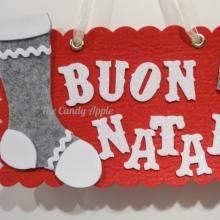 """Targa """"Buon Natale"""" con calza e pacchetto regalo  - rossa, in feltro e gomma crepla creata con l'aiuto di Sizzix Big Shot"""
