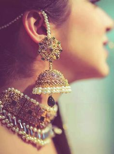 Beaded Earrings An Exotic and Sultry Look Indian Jewelry Earrings, India Jewelry, Wedding Earrings, Beaded Earrings, Silver Jewelry, Ethnic Jewelry, Silver Necklaces, Gold Jewellery, Cartier Jewelry