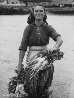 size: Photographic Print: Girl Farm Worker Washing Turnips from River, on Collective Farm by Paul Schutzer : Artists Old Pictures, Old Photos, Mode Russe, People Of The World, Vintage Photographs, Belle Photo, Black And White Photography, Celtic, Beautiful People