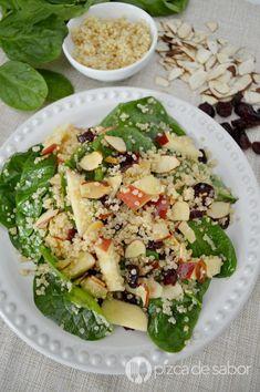 Ensalada de quinoa con espinaca - Face Tutorial and Ideas Veggie Recipes, Gourmet Recipes, Healthy Recipes, Cranberry Quinoa Salad, Vegetarian Menu, How To Make Salad, Healthy Salads, Healthy Food, Clean Eating Snacks