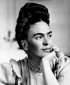 Portrait of Frida Kahlo Mexican painter wife of Diego Rivera Diego Rivera, Frida Kahlo Birthday, Frida Kahlo Portraits, Frida And Diego, Frida Art, Mexican Artists, Mexican Female Artist, Latino Artists, Women In History