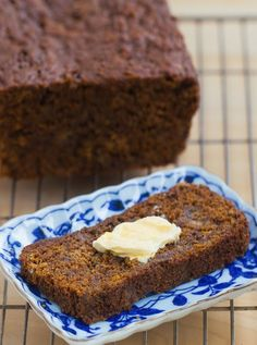 Gingerbread Banana Bread - a super healthy breakfast recipe for the holidays / EASY to make + leftovers can be frozen for later http://chocolatecoveredkatie.com/ @choccoveredkt