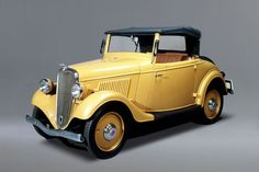 You may not be able to realize a dream of having a fleet of fully restored vintage cars, but you can be able to have the next best thing, a collection of vintage car models. Datsun Roadster, Datsun Car, Automobile, Ford Classic Cars, Cabriolet, Vintage Trucks, Vintage Auto, Sweet Cars, Cute Cars