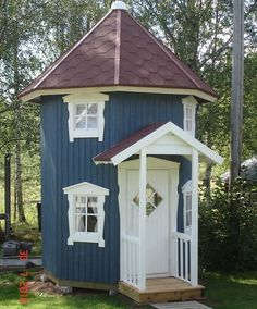 Omg I still want one at my age :) Playhouse Outdoor, Outdoor Play, Outdoor Spaces, Dog Houses, Play Houses, Kids Castle, Silo House, Tiny House Movement, Garden Structures