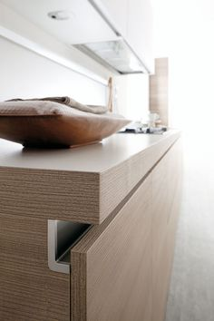 Handleless Cabinets Design Inspiration - The Architects Diary Furniture Handles, Kitchen Furniture, Kitchen Interior, Home Interior Design, Furniture Design, Furniture Stores, Furniture Online, Furniture Outlet, Lobby Interior