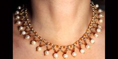 Golden collar with white pearls N548
