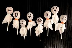 5 Easy DIY Halloween Decorations for your Dorm Room Chat Halloween, Moldes Halloween, Adornos Halloween, Halloween Goodies, Halloween Snacks, Halloween Ghosts, Diy Halloween Decorations, Holidays Halloween, Halloween Party