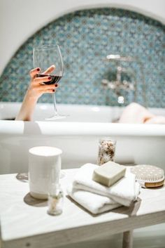 How to Pamper the Hell Out of Yourself with An At-Home Spa-Day - Original Caroline Spa Day At Home, Home Spa, Entspannendes Bad, Relaxing Bath, In Vino Veritas, Bubble Bath, Bath Time, Bathtub, Mindfulness