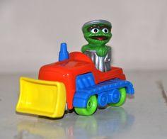 Vintage Sesame Street Oscar The Grouch Car Dozer  door BebesBazaar