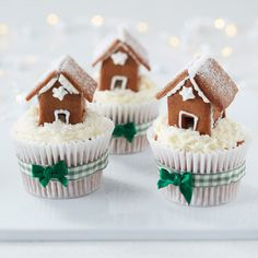How to Make Mini Gingerbread House Cupcakes #mini #gingerbread #house #cupcakes #christmas #baking #wilton #decorating #classic #traditional #project #tutorial
