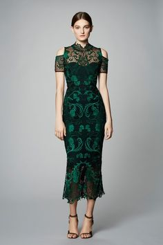 View the full Marchesa Notte Pre-Fall 2017 collection.