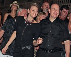 Pin for Later: Dürfen wir vorstellen: Die nächste königliche Mama!  Charlene rockte gemeinsam mit Albert zu den Songs von Iggy and the Stooges im Juli 2010.