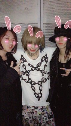 Meto (middle)