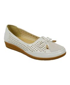 White Perforated Loafer – Zulily – Join in the world of pin Shoe Recipe, Shoes Sandals, Dress Shoes, Custom Made Shoes, All About Shoes, Pretty Shoes, Loafers For Women, Women's Pumps, Comfortable Shoes