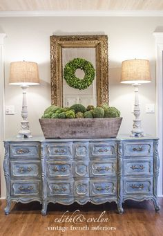 Decorating with Boxwood Wreaths | Edith & Evelyn | www.edithandevelynvintage.com: lamp shades, mirror, wreath